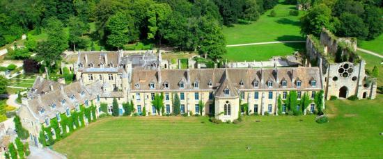 Maison des yvelines for Abbaye des vaux de cernay piscine